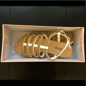 Size 7 White/Gold JustFab Sandals